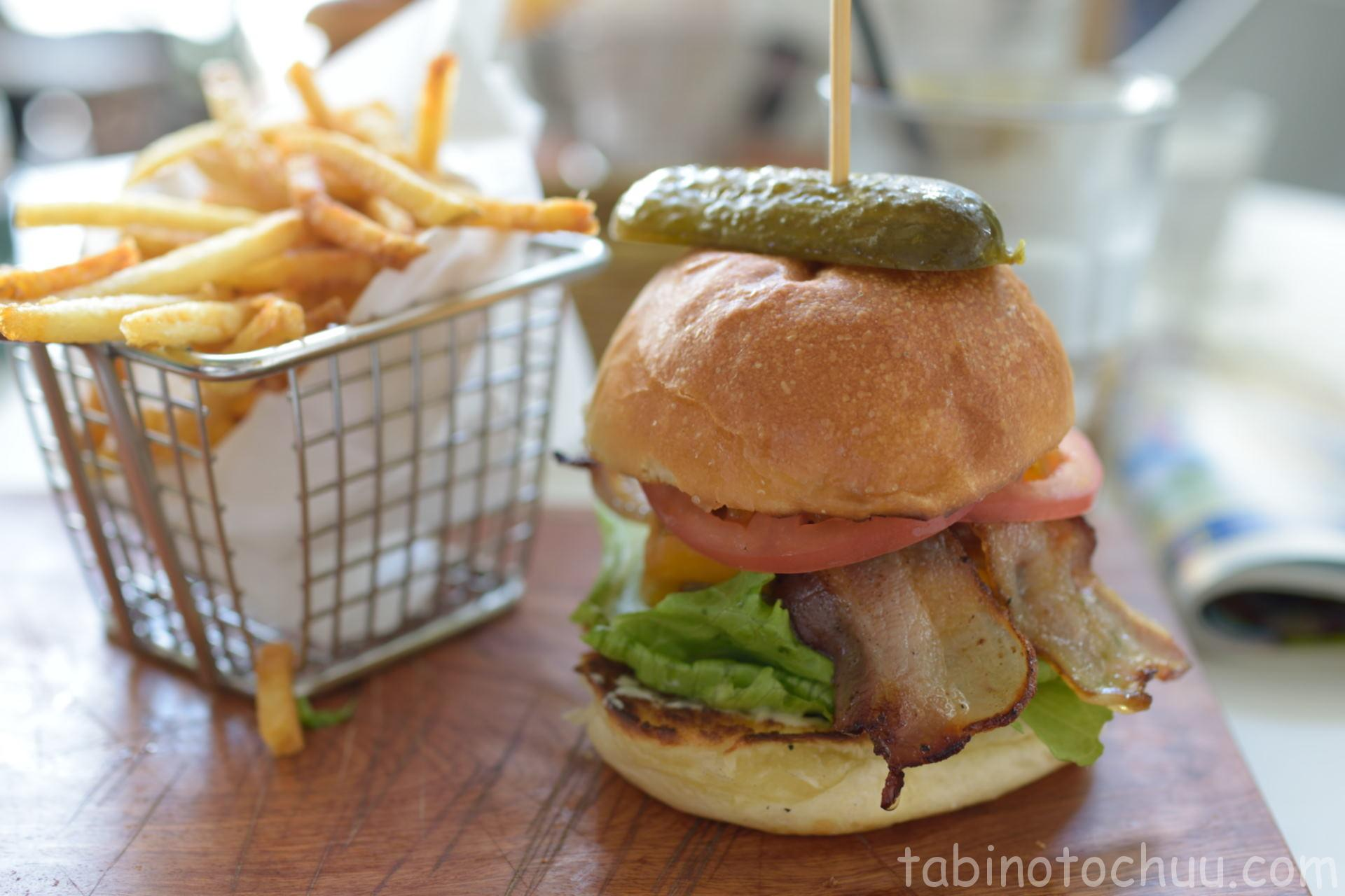 Woody's ベーコンチェダーハンバーガー