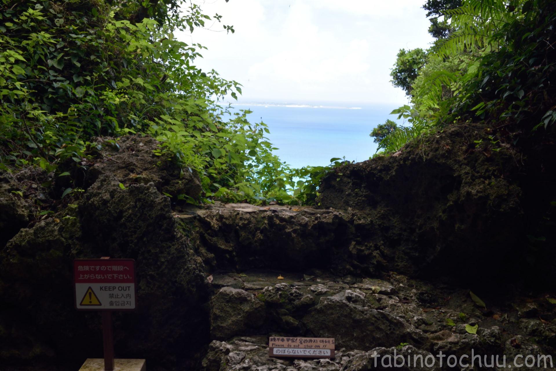 斎場御嶽 最後のポイントから久高島の眺め
