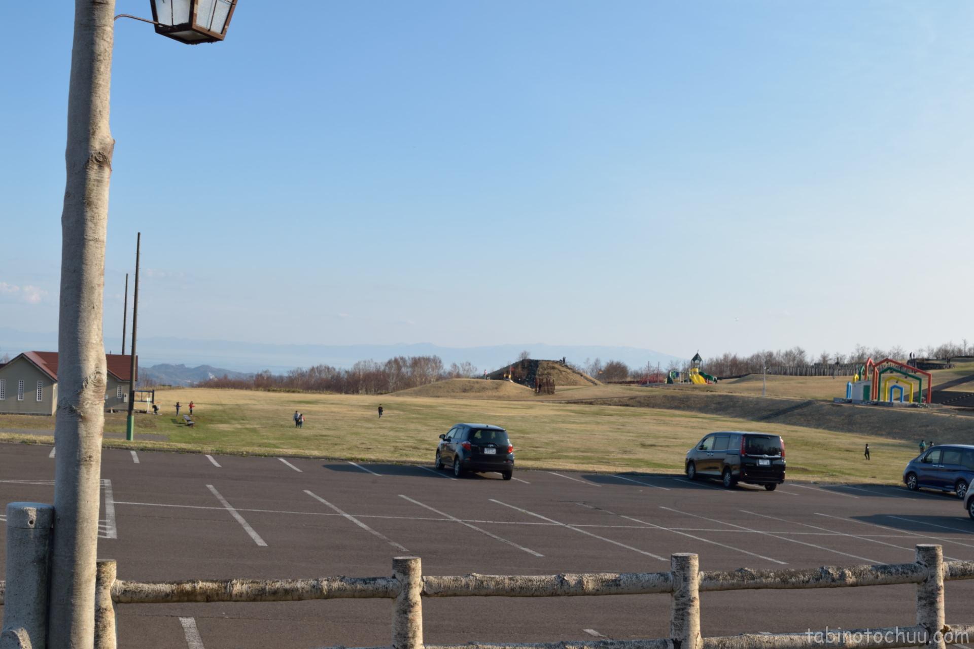 室蘭高原だんパラキャンプ場 駐車場から公園